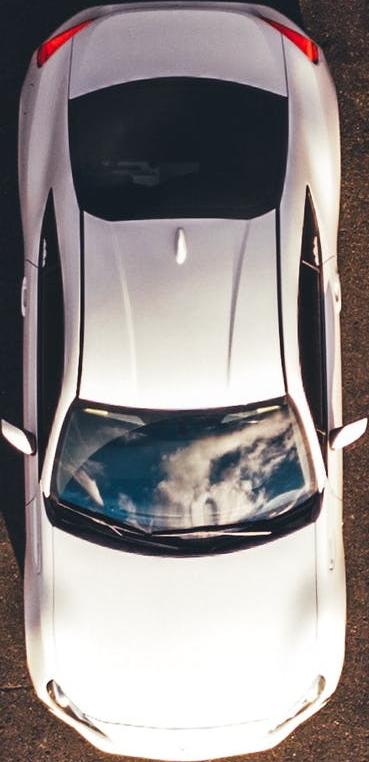 Hvid bil der er behandlet for chiptuning og motoroptimering